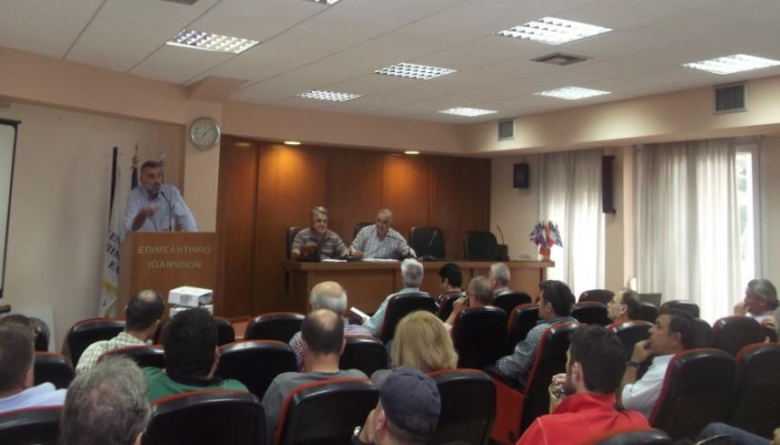 Στο βήμα ο Τ. Τασιούλας, στο προεδρείο Δ. Δημητρίου, Σ. Χορέβας